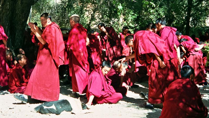 1-alan-humphris-tibet-monks-debating