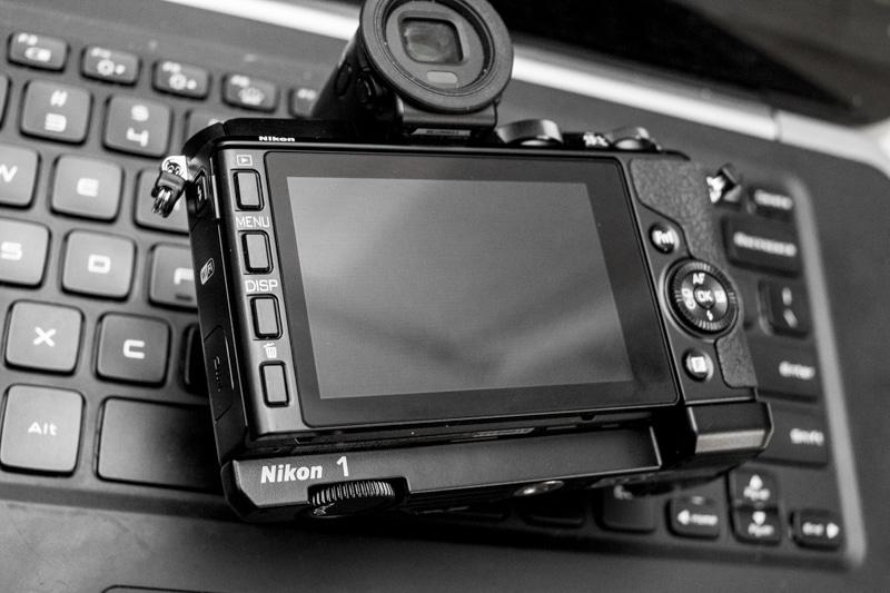 Nikon-V3-back-1