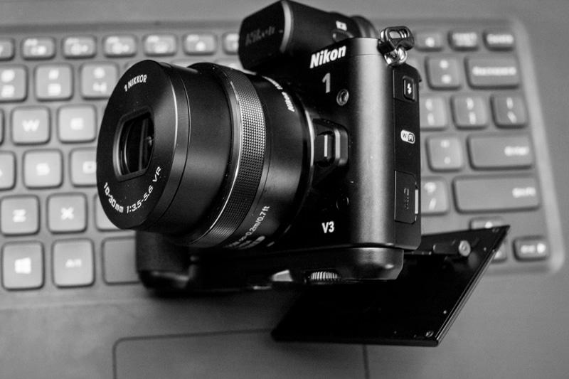 Nikon-V3-side-1